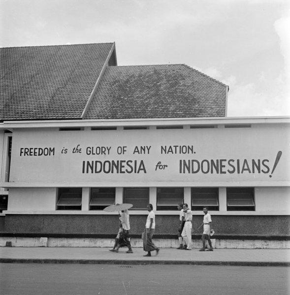 Sampul Belakang Kemerdekaan: Mural, Billboard, dan Masyarakat Adat
